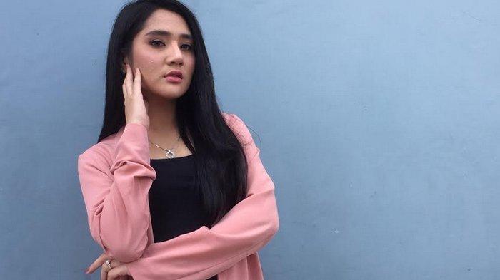 Pedangdut Bella Nova saat ditemui di Jl. Kapten Tendean Jakarta Selatan, Selasa (23/7/2019).
