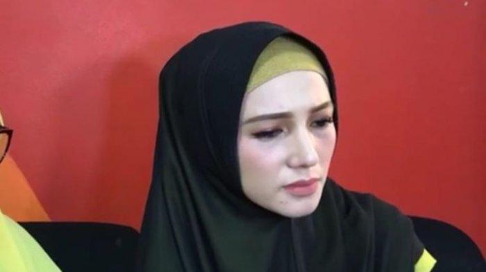 Benazir Endang, istri muda Limbad