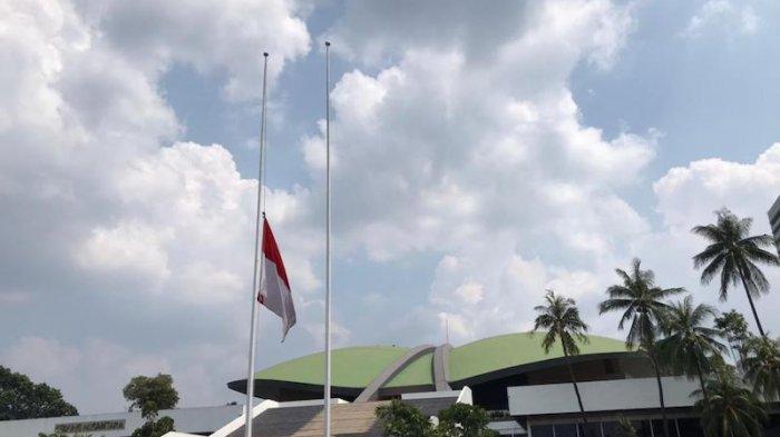 53 Awak KRI Nanggala 402 Gugur, DPR Kibarkan Bendera Setengah Tiang