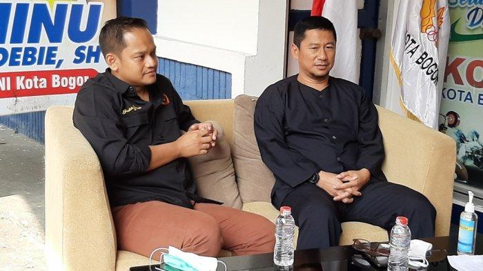 Ketua KONI Kota Bogor, Benninu (kiri) dan Kadispora Kota Bogor, Herry Karnadi (kanan) melakukan perbincangan olahraga Kota Bogor berprestasi