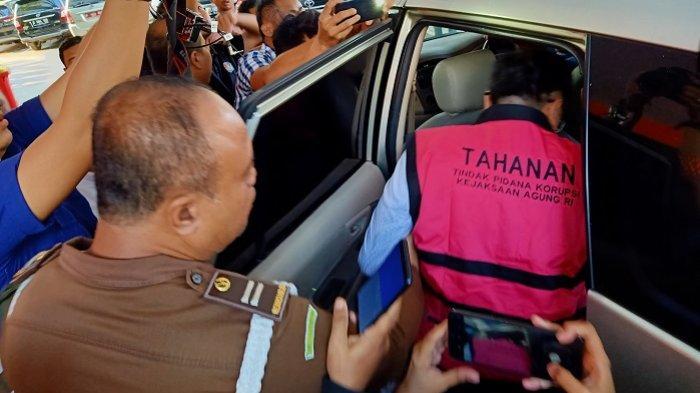 Komisaris PT Hanson International Tbk, Benny Tjokrosaputro ditetapkan menjadi tersangka dalam dugaan kasus korupsi PT Asuransi Jiwasraya (Persero).
