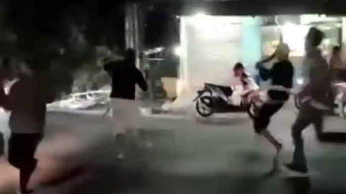 Bentrokan warga di Jalan Raya Hankam, Pondok Melati, Bekasi, Sabtu (1/8/2020).