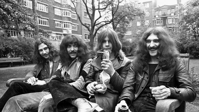 Chord Kunci Gitar Black Sabbath - Paranoid, Can You Help Me Occupy My Brain Oh Yeah