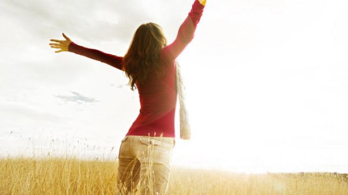 Vitamin D sendiri dapat diperoleh dari sinar matahari pagi dan ditemukan dalam ikan berlemak.