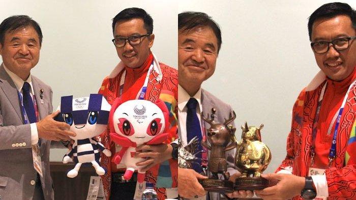 Menpora Bertukar Maskot Asian Games dengan Maskot Olimpiade Tokyo 2020