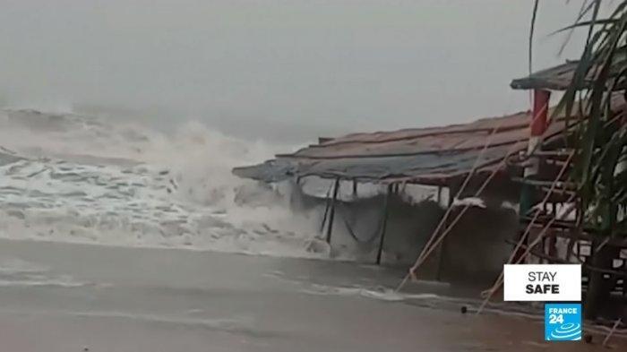 Angin Topan Amphan - Korban Tewas Akibat Topan Amphan di Benggala Barat, India Capai 72 Jiwa, Ribuan Orang Kehilangan Tempat Tinggal hingga Jembatan Hanyut