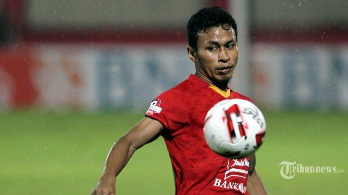 Pemain Persija Jakarta Osvaldo Haay beraksi saat melawan Bhayangkara FC dalam pertandingan lanjutan Liga 1 di Stadion PTIK, Jakarta, Sabtu (14/3/2020). Pertandingan berakhir imbang 2-2 antar sesama tim asal Jakarta tersebut. TRIBUNNEWS/DANY PERMANA