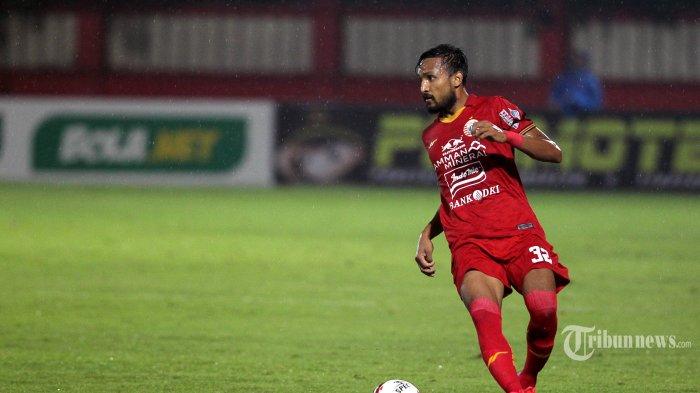 Pemain Persija Jakarta Rohit Chand berlaga melawan Bhayangkara FC dalam pertandingan lanjutan Liga 1 di Stadion PTIK, Jakarta, Sabtu (14/3/2020). Pertandingan berakhir imbang 2-2 antar sesama tim asal Jakarta tersebut. TRIBUNNEWS/DANY PERMANA