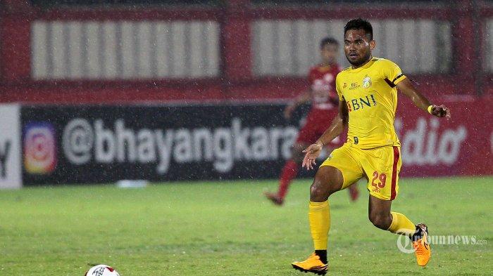 Pemain Bhayangkara FC Saddil Ramdani saat melawan Persija Jakarta dalam pertandingan lanjutan Liga 1 di Stadion PTIK, Jakarta, Sabtu (14/3/2020). Pertandingan berakhir imbang 2-2 antar sesama tim asal Jakarta tersebut. TRIBUNNEWS/DANY PERMANA