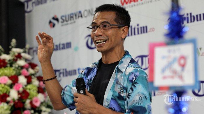 Director Tribunnews.com Dahlan Dahi memberikan sambutan saat merayakan ulang tahun Tribunnews.com ke-9 di kantor Redaksi Tribun Network, Palmerah, Jakarta, Jumat (22/3/2019). Tribunnews merayakan hari lahirnya pada 22 Maret dengan penuh kesederhanaan, namun tetap diliputi kebahagiaan. TRIBUNNEWS/DANY PERMANA