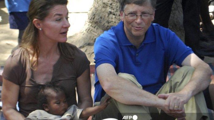 Bill Gates dan Melinda saat berkunjung ke sebuah desa di distrik Patna di negara bagian Bihar, India pada 23 Maret 2011.