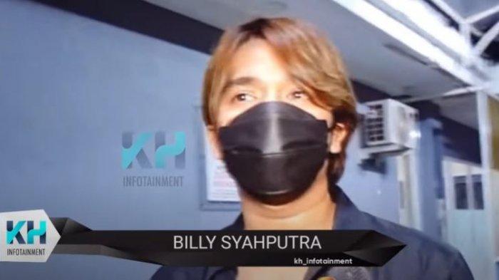 Billy Syahputra saat dikonfirmasi oleh awak media