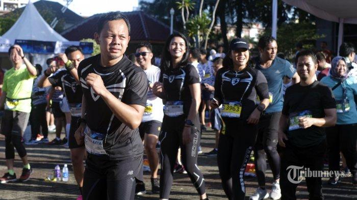 Wali Kota Bogor Bima Arya Sugiarto usai finish di nomor balap lari 10 K turut meriahkan Superball Run 2020 di Kantor Wali Kota Jakarta Selatan, Minggu (12/1/2020). Superball Run 2020 merupakan ajang yang digagas oleh Harian Warta Kota - Super Ball dengan melombakan katergori nomor lari yakni 5 K, 10 K, 21 K, dan 60 K. (TRIBUNNEWS.COM/Bian Harnansa)