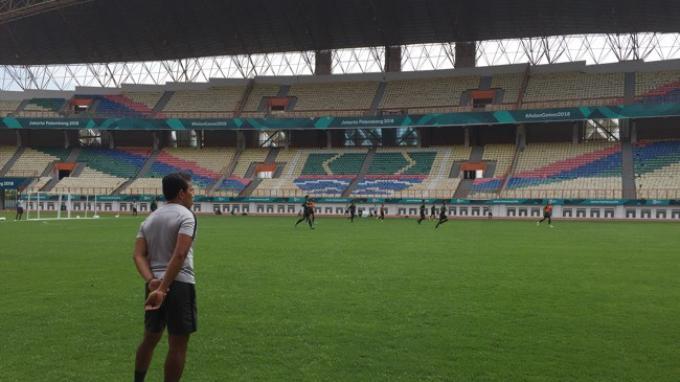 Bima Sakti Tukiman memimpin pemusatan latihan Timnas Indonesia Senior menghadapi Piala AFF 2018 di Stadion Wibawa Mukti, Cikarang, Kabupaten Bekasi, Jawa Barat, Sabtu (3/11/2018).