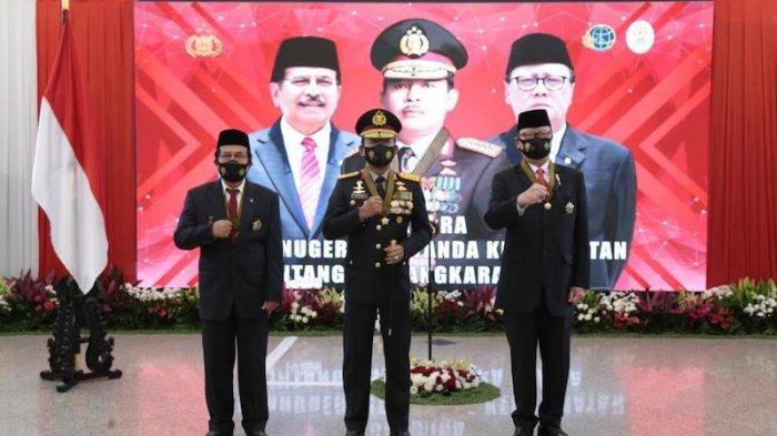 Kapolri Idham Azis Berikan Bintang Bhayangkara Utama kepada Menpan RB dan Menteri ATR/BPN