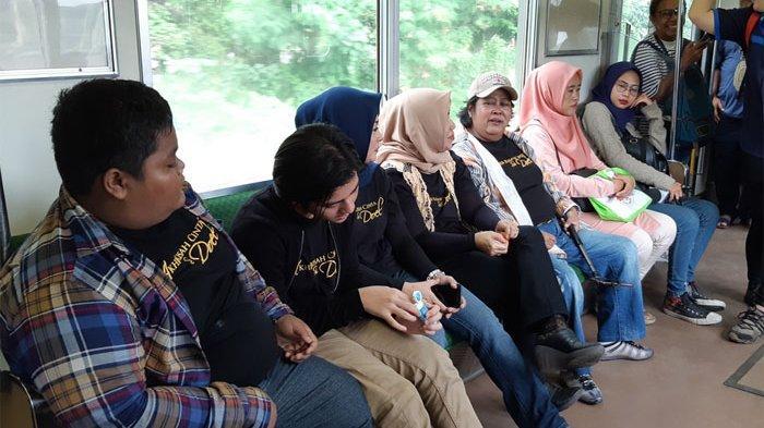 Saat Bintang Film Akhir Kisah Cinta Si Doel Naik KRL Commuter Line, Suti Karno: Mpok Kenal Aye Gak?
