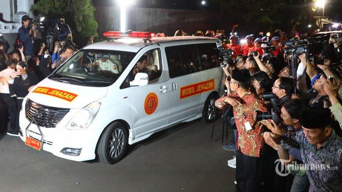 Hormati BJ Habibie, Rakyat Indonesia Diminta Kibarkan Merah Putih Setengah Tiang 3 Hari