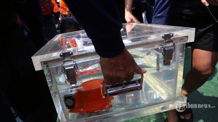 Detik-detik Pengangkatan Black Box Lion Air JT 610 yang Telah Ditemukan