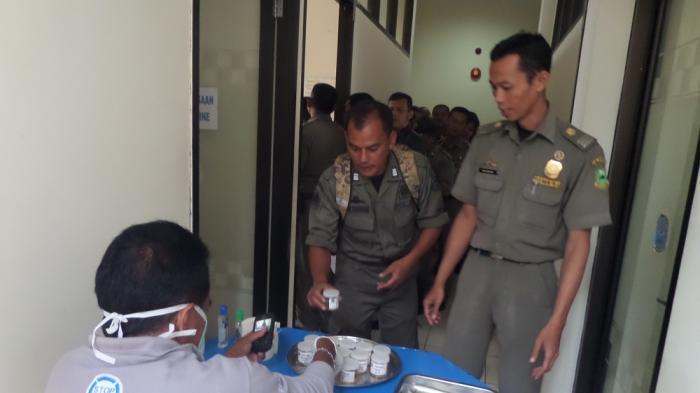 BNN Kuningan Lakukan Tes Urine Kepada Anggota Satpol PP