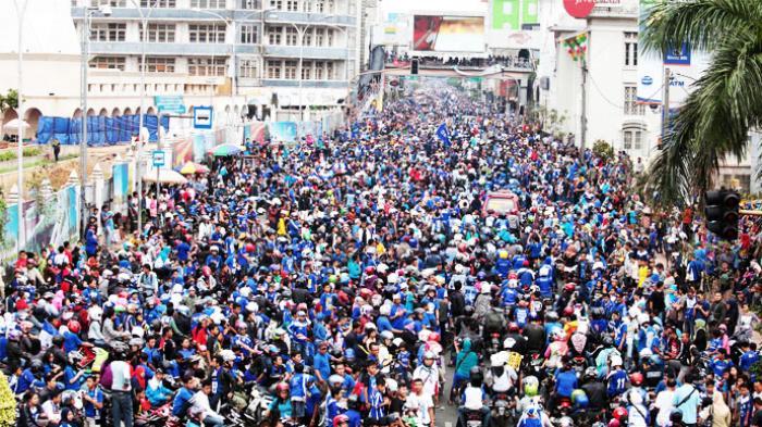 Sejarah Hari Ini - Persib Juara ISL 2014, Iwan Bule Ikut Parade Juara