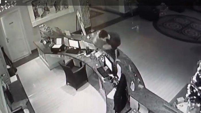 Aksi pencurian di Hotel Grand Town Jl Pengayoman, Makassar, terekam kamera CCTV, Jumat malam.