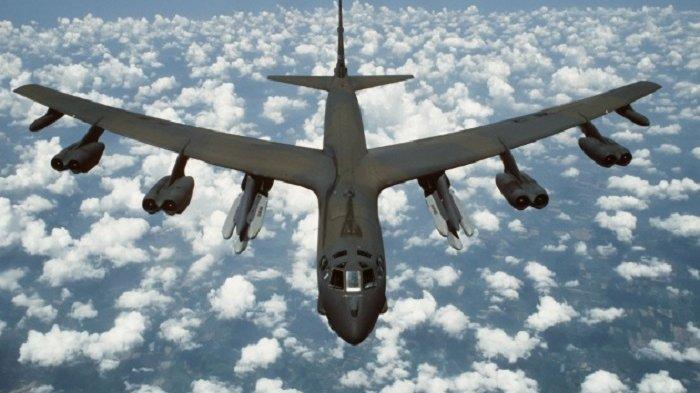 Sejumlah pesawat pengebom AS B-52H terbang melintasi Laut China selatan.