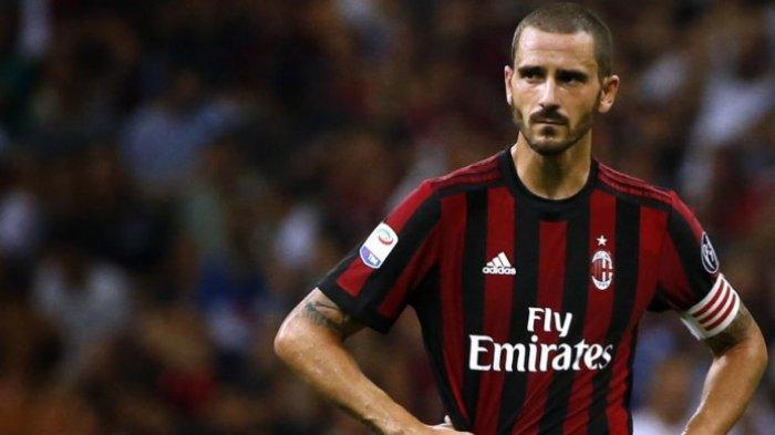 Reaksi kapten AC Milan, Leonardo Bonucci, dalam partai Liga Italia lawan Cagliari di San Siro, 27 Agustus 2017. MARCO BERTORELLO/AFP/BOLASPORT.COM
