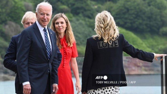 Jelang KTT G7, Ibu Negara AS Kenakan Jaket Bertuliskan 'LOVE' sebagai Simbol Cinta dan Persatuan