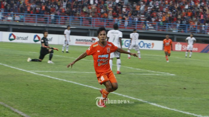 SELEBRASI-Pemain Borneo FC M Sihran, selebrasi setelah mencetak gol ke gawang Madura United pada pertandingan Liga 1 di Stadion Segiri Samarinda Kalimantan Timur, Selasa (18/9/2019).Borneo berhasil mengalahkan Madura United, 2-1.TribunKaltim/Nevrianto Hardi Prasetyo)
