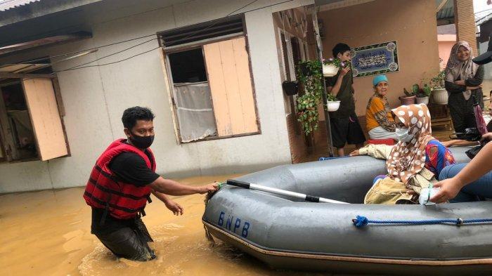 BPBD Kabupaten Hulu Sungai Selatan melakukan upaya penanganan darurat bencana banjir, sejak Rabu (13/1/2021).