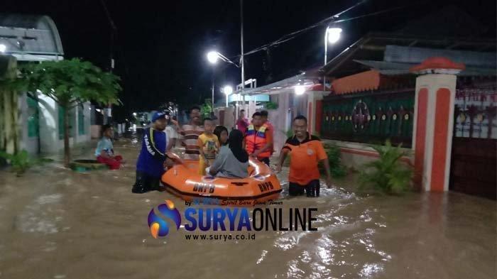 Banjir 4 Jam, Warga Pamekasan Tangkap 5 Ekor Ular yang Masuk Perumahan