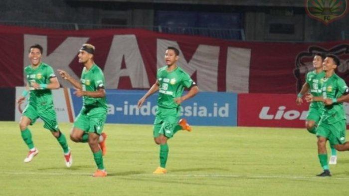 Penyerang Bhayangkara FC, Bruno Matos saat melakukan seleberasi setelah sukses mencetak gol ke gawang Madura United, Stadion Gelora Bangkalan, Madura, Jumat (22/11/2019). Dok: Bhayangkara FC