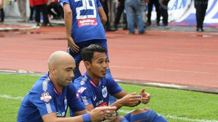 Bruno Silva dan Hari Nur Yulianto Berselebrasi (@liga1match)