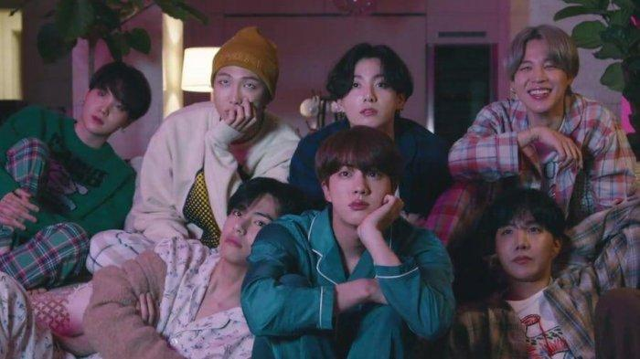 BTS dalam video klip Life Goes On.