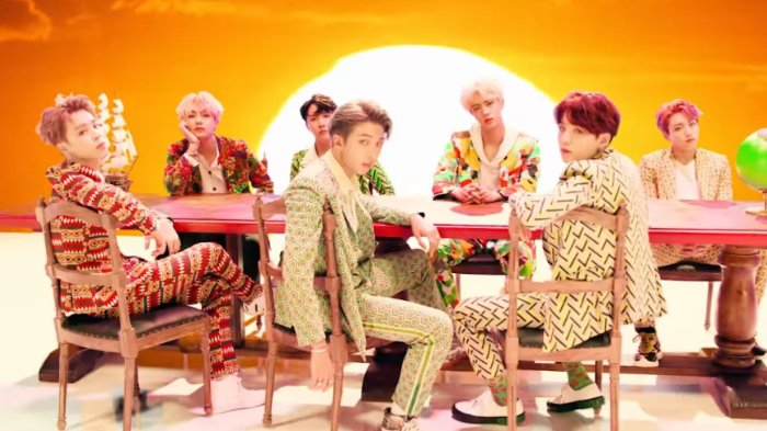 Intip Harga Outfit Bts Di Video Musik Idol Sweater Putri Salju Milik Suga Curi Perhatian Tribunnews Com Mobile