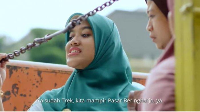 Tokoh Bu Tejo dalam cuplikan film pendek 'Tilik'.