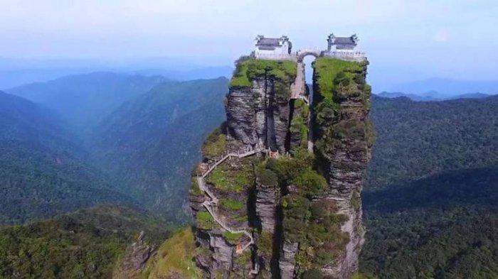 Fanjingshan, Kuil Kembar di Puncak Tebing Batu Terbelah yang Dikelilingi Pemandangan Menakjubkan