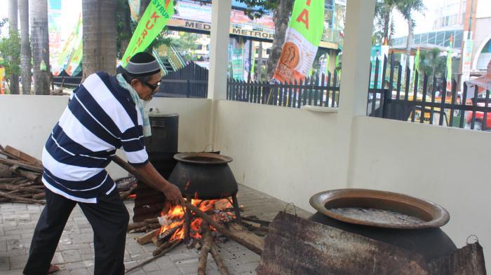 Bubur Sop Melayu di Masjid Raya Medan, Kuliner Khas Ramadan, Gratis!