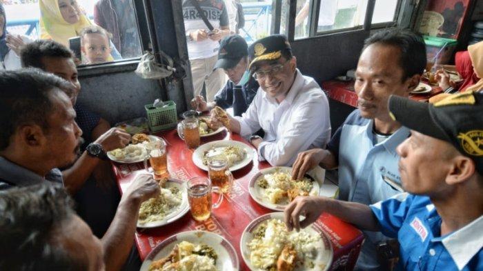 Cek Terminal Kampung Rambutan, Menhub Ajak Sopir dan Kondektur Makan Nasi Padang
