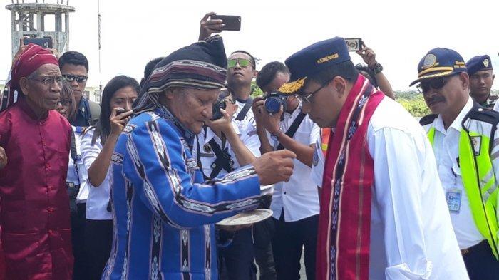 Menteri Perhubungan Budi Karya Tinjau Tol Laut di Saumlaki Maluku