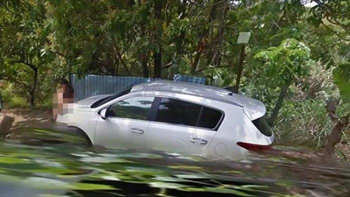 Pasangan Bugil Bermesraan di Pinggir Jalan Terlihat di Google Street View