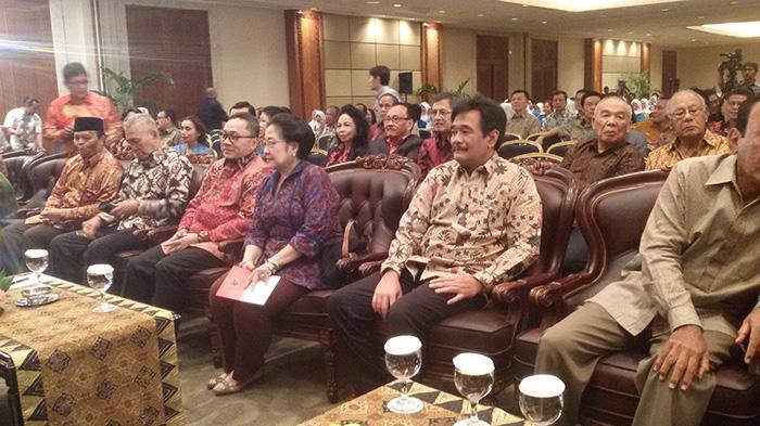 Megawati Apresiasi Buku Revolusi Pancasila Karya Yudi Latif