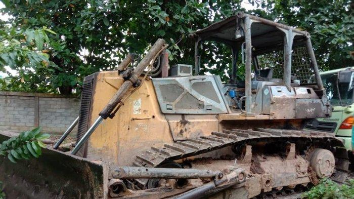 Gakkum KLHK Amankan 1 Bulldozer dan 2 Tersangka Tambang Ilegal di Bukit Soeharto