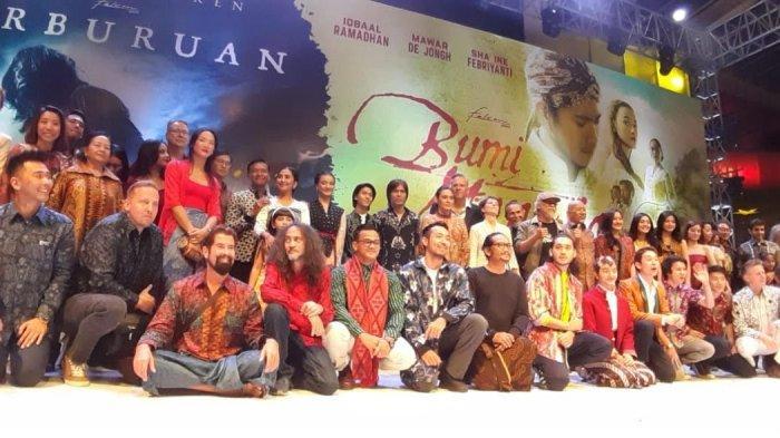 Jumpa pers film Perburuan dan Bumi Manusia di Hotel Majapahit, Tunjungan, Surabaya, Jumat (9/8/2019).