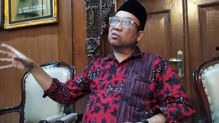 Bupati Banyumas, Achmad Husein, di Ruang Jaka Kaiman, Pendapa Sipanji, Purwokerto.