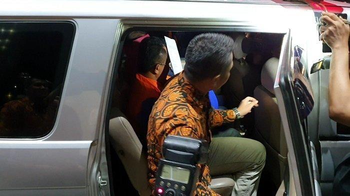 Bupati Bengkayang, Suryadman Gidot saat digiring ke mobil tahanan KPK, Rabu (4/9/2019).