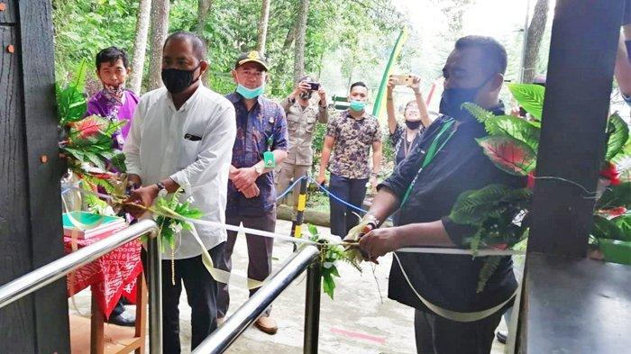 Bupati Karanganyar, Drs. H. Juliyatmono,MM dalam gelaran acara reaktivasi kunjungan Taman Wisata Alam (TWA) Grojogan Sewu