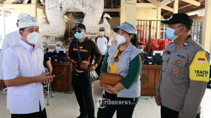 Bupati Klungkung, I Nyoman Suwirta Hadiri suntik Vaksinasi Massall Covid-19 di Nusa Penida.