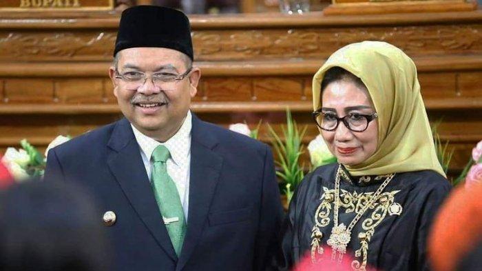 Bupati Kutai Timur Ismunandar dan istrinya Encek UR Firgasih Ketua DPRD Kutim