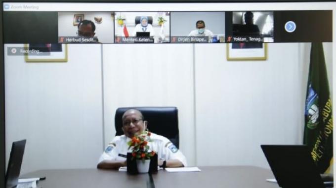 Menaker Ida Bahas Pembangunan BLK Komunitas dengan BupatiTeluk Wondama